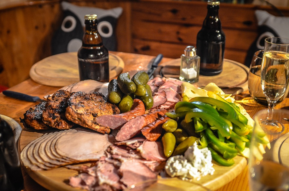 Outre la consommation excessive de bière, ce sont les aliments riches en calories qui sont les responsables de la prise de poids.