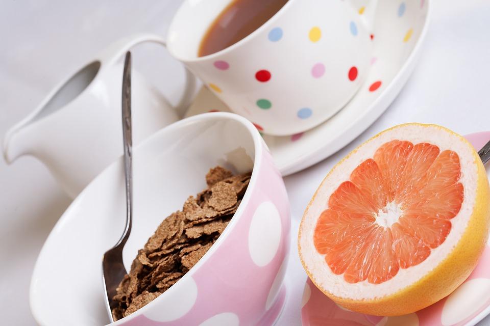 Régime au pamplemousse : en consommer régulièrement au petit déjeuner et en guise de collation
