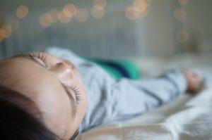 humidité chambre : un risque élevé d'allergies et de maladies respiratoires pour l'enfant