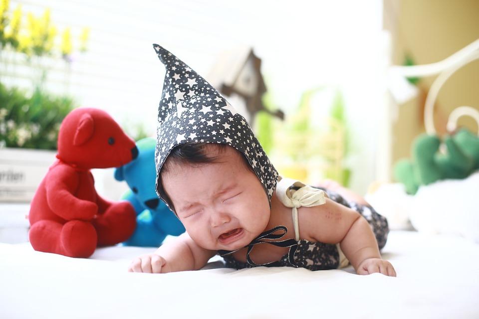 Le syndrome de KISS se traduit par un blocage dans la nuque du bébé